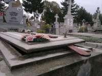 Trei bărbaţi din România, inculpaţi pentru furt şi profanare de morminte în Franţa