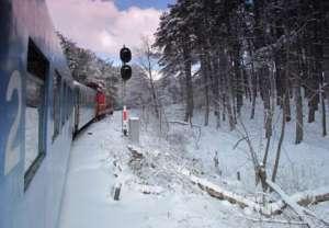 Trenurile care sosesc şi pleacă din București pot înregistra întârzieri majore