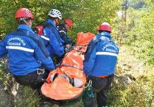 Turist polonez accidentat în Munţii Maramureşului, salvat de jandarmii montani
