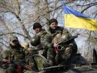 Ucraina a trimis tancuri pe aeroportul din Donețk, în timp ce mii de persoane au manifestat pentru victorie la Kiev