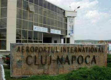 Un agent de pază de la Aeroportul Cluj s-a împuşcat în timp ce spărgea nuci cu pistolul