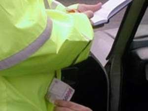 Un agent şef de poliţie la Brigada Rutieră, reţinut după ce a fost prins luând mită 8.000 de euro