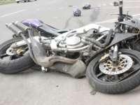 Un bărbat a ajuns la spital după ce a intrat cu motocicleta într-un podeț de beton
