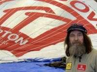 Un bărbat a început un ocol al Pământului într-un balon cu aer cald