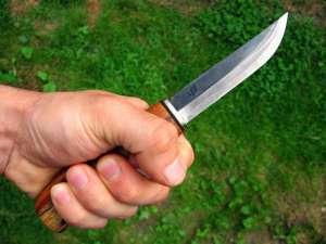 Un bărbat din Vişeu de Sus, băut fiind, şi-a ameninţat concubina cu un cuţit şi un topor