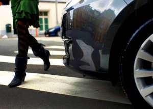 Un cetățean italian aflat la volanul unui autoturism furat a accidentat o minoră pe trecerea pentru pietoni