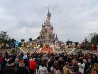 """Un clan de romi din România a """"ușurat"""" turiștii de la Disneyland Paris de circa un milion de euro"""