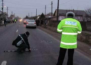 Un copil de opt ani şi o bătrână au fost accidentaţi în timp ce traversau strada neregulamentar