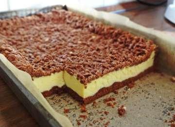 """Un desert savuros și ușor de făcut: Prajitura """"Sandwich"""" cu cacao și branză de vaci"""