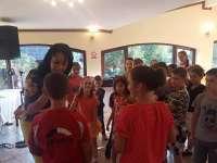 """""""Un ghiozdan pentru o poezie"""" - 30 de copii au primit din partea PNL Sighet câte un ghiozdan pentru începutul de an școlar"""