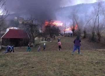 Un incendiu violent a izbucnit la Borşa, mistuind o casă