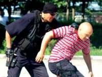 Un jandarm aflat în timpul liber a prins un hoț care a jefuit o femeie