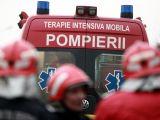 Un mort şi cinci răniţi după ce un bărbat a intrat cu maşina într-un grup de oameni aflaţi în curtea unei firme