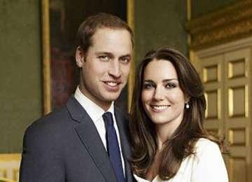 Un numar de patru persoane au fost acuzate pentru vanzare de informatii despre familia regala britanica