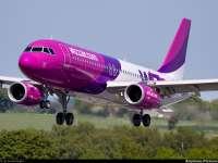 Un pasager al unei curse Wizz Air a încercat să spargă ușa cabinei piloților şi cele două uși pentru ieșirile de urgență