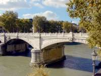 Un pod a fost închis la Roma după apariția unor fisuri în urma cutremurului de duminică