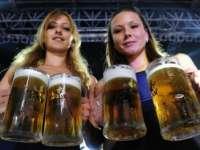 Un român trebuie să muncească circa 25 de minute pentru o bere, iar un german 3,7 minute
