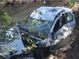 Un sătmărean a plonjat cu autovehiculul într-un pârâu din Vişeu de Sus