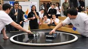 Universitatea Tehnică din Cluj Napoca găzduiește cea mai mare competiție de mega sumo roboți din România
