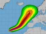 Uraganul Ofelia creşte în intensitate. Rafale de 180 km/h ameninţă Irlanda