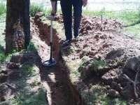 VADU IZEI - Grenadă defensivă și bombă de aruncător găsite de muncitori la reabilitarea DN18