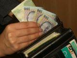 VADU IZEI - Un bărbat a returnat telefonul și o sumă mare de bani pierdute de un bărbat
