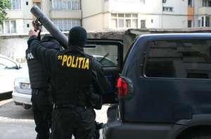 VIDEO - PERCHEZIŢII: Mascaţii au descins la un apartament din Baia Mare