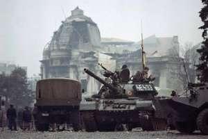 VIDEO - 23 decembrie 1989. Numărul victimelor crește vertiginos, deși soţii Ceauşescu erau deja arestaţi