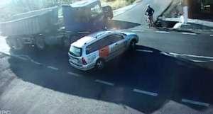 VIDEO: ACCIDENT GRAV pe DN1C. O maşină a fost lovită de un TIR