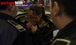 VIDEO: BAIA MARE - O femeie a ieşit cu crucea-n mână în stradă, susţinând că Lucifer i-a intrat în casă!