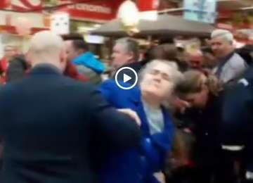 VIDEO: BĂTĂLIA COZONACILOR -  A fost bataie pe cozonaci intr-un supermarket din Iasi
