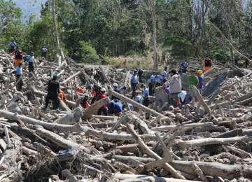 VIDEO - Cel mai VIOLENT ciclon al anului: Un oraş de 220.000 de locuitori a fost distrus aproape în întregime