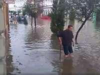 VIDEO - Centrul municipiului Sighişoara, acoperit de ape în urma unei ploi torenţiale