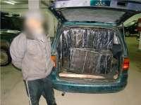 VIDEO CONTRABANDĂ - Contrabandişti prinşi după urmăriri în trafic şi şase focuri de avertisment