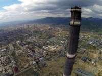 VIDEO - Doi străini au sărit cu parașuta de pe Turnul Combinatului din Baia Mare