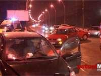 VIDEO: Două persoane rănite într-un accident, în Baia Mare