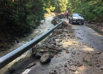 VIDEO - Drumul dintre Botiza și Groșii Țibleșului a fost distrus de viitura de azi noapte