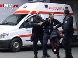 VIDEO: FUGEAU DE POLIȚIE – Doi tineri beți s-au urcat pe o clădire din Centrul Vechi, iar unul a căzut în gol