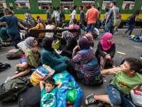 VIDEO: Imigranții din gara Bicske refuză apa oferită de autoritățile maghiare