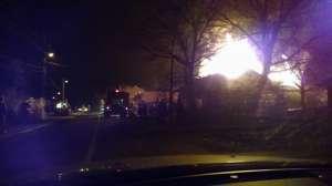 VIDEO - INCENDIU: Acoperişul unei gospodării din Moisei a fost distrus de flăcări