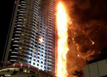 VIDEO: Incendiu de proporții în zgârie-nori din Emiratele Arabe Unite