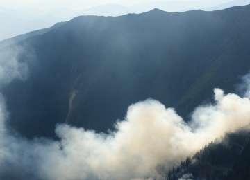 VIDEO - Incendiu de vegetație pe vârful Toroioaga