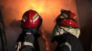 VIDEO: Incendiu devastator în Bistriţa - Un copil de 12 ani şi-a riscat viaţa pentru a-şi salva frăţiorul din flăcări