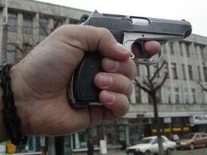 VIDEO: Incident grav în Baia Mare - Un tânăr a decedat după ce a fost împuşcat în abdomen de colegul de muncă