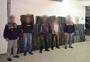VIDEO - ITPF Sighetu Marmaţiei: Focuri de armă pentru reţinerea contrabandiştilor şi peste 70.000 de pachete cu ţigări confiscate