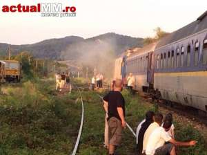 VIDEO: MADE ÎN ROMÂNIA - Locomotiva trenului Baia Mare – București a luat foc de DOUĂ ORI în aceeași zi
