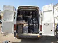 VIDEO: Microbuz încărcat cu aproape 100 de baxuri de țigări de contrabandă depistat pe DN18 de polițiștii de frontieră
