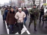 VIDEO: Militari ucraineni, forţaţi de rebelii proruşi să iasă într-un marș umilitor pe străzile orașului Doneţk