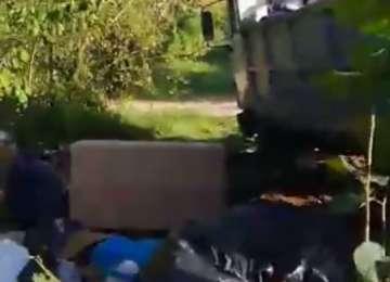 VIDEO: MOISEI - Gunoaie aruncate în natură din mașina Primăriei