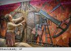 """VIDEO: O artistă din Ucraina """"pictează"""" cu gloanțe pentru a atrage atenția asupra conflictelor armate din țara sa"""